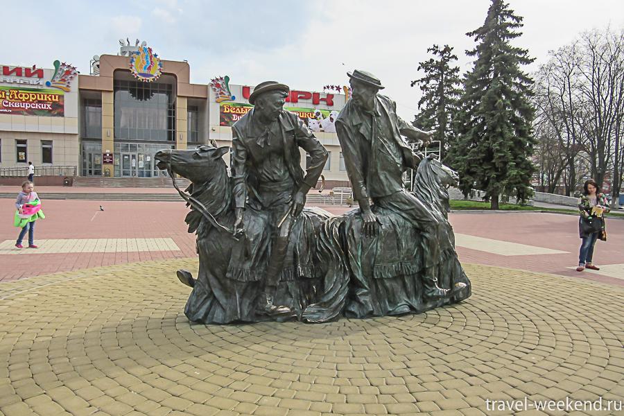 Курск, цирк и памятник Никулину и Шуйдину