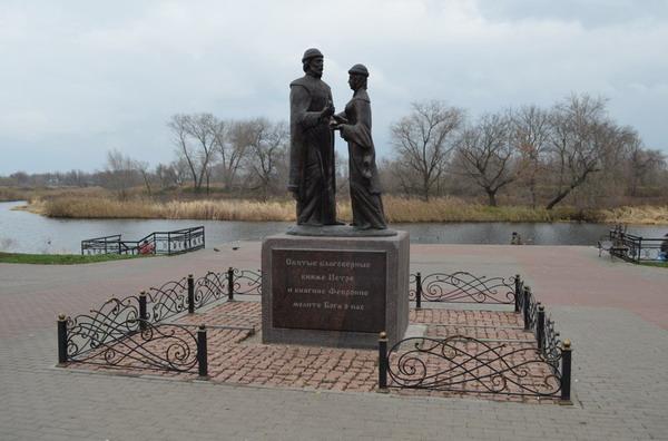 Тамбов. Памятник Петру и Февронии