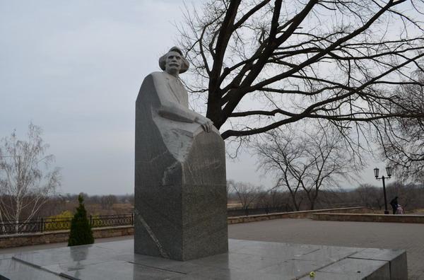 Тамбов. Памятник Сергееву-Ценскому