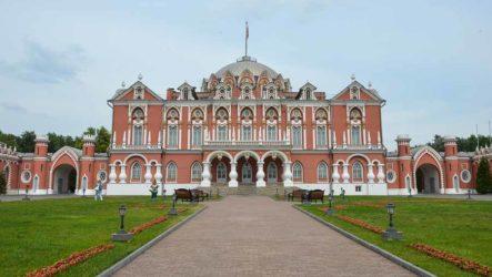 Петровский путевой дворец: музей и отель Petroff Palace
