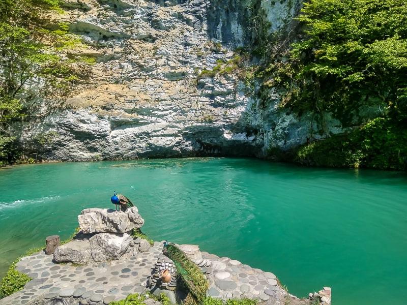 рица голубое озеро