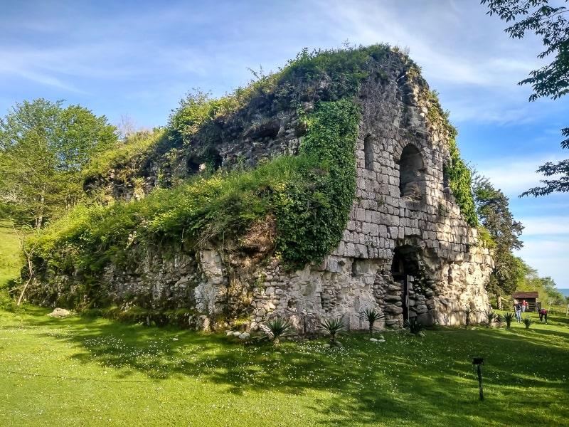 абхазия храм амбара